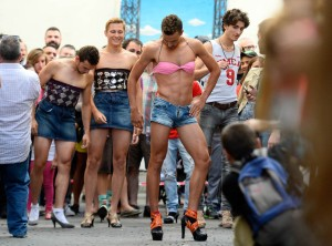 TOPSHOTS-SPAIN-GAY-PRIDE-RACE-HIGH-HEELS